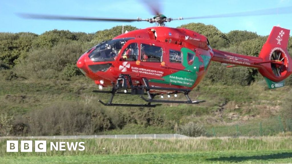 A55 Anglesey crash: Woman hit by car killed - BBC News