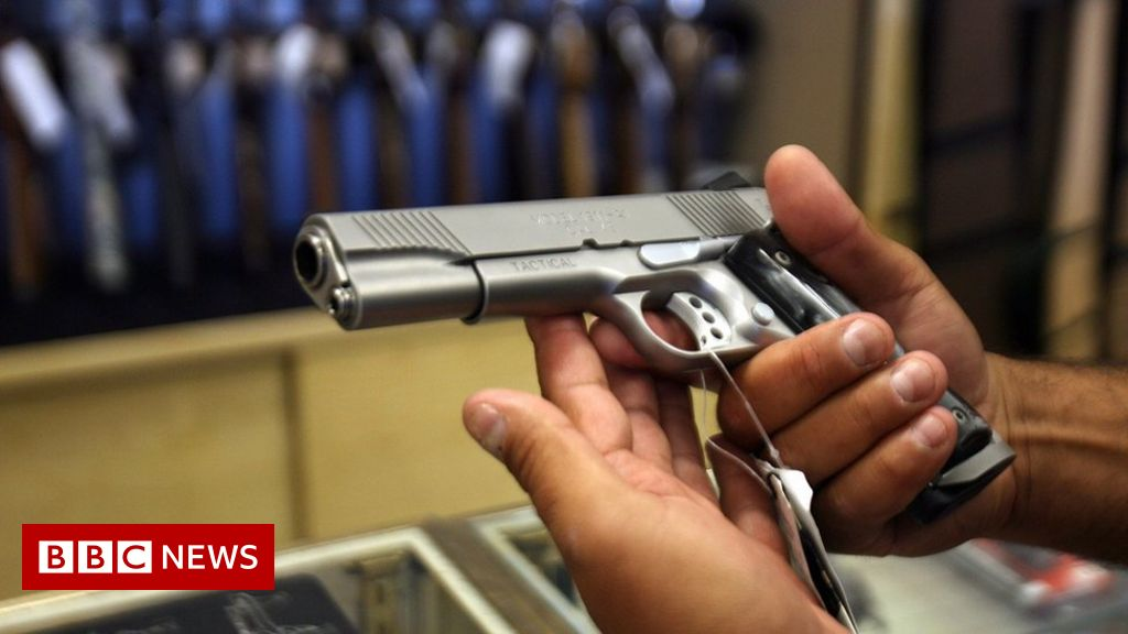 Canada moves to tighten gun laws