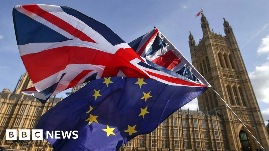 Brexit: No 10  considering  election amid no-deal battle with MPs