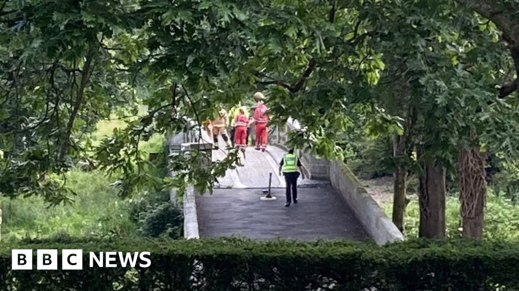 Teenager dies after falling in river at Pollok Park thumbnail