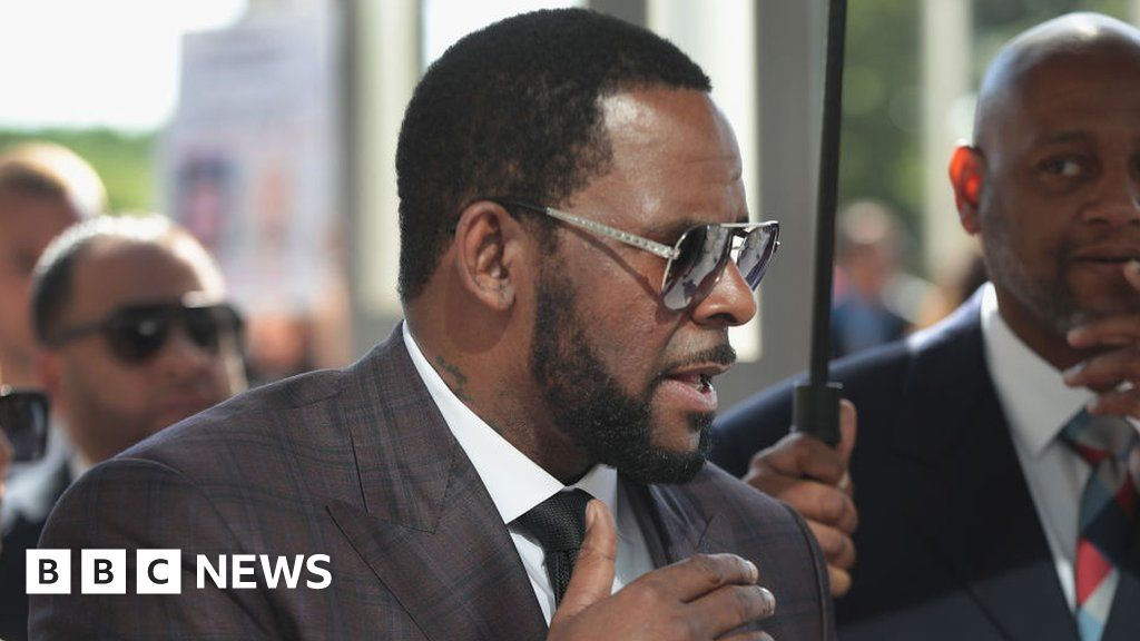 R Kelly lawyer compares him to Martin Luther King