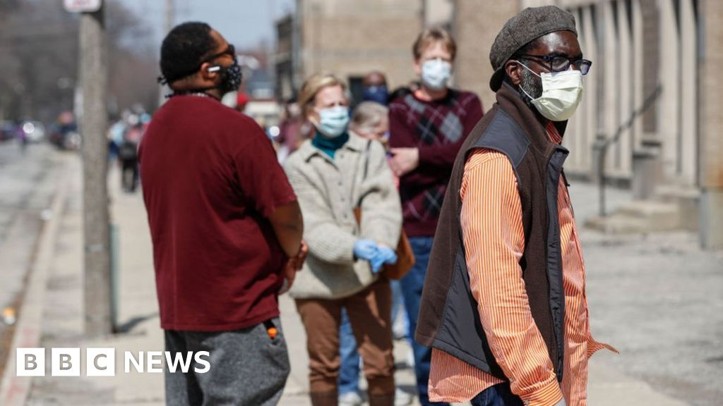 Coronavirus: Wisconsin defies its own lockdown to vote - bbc