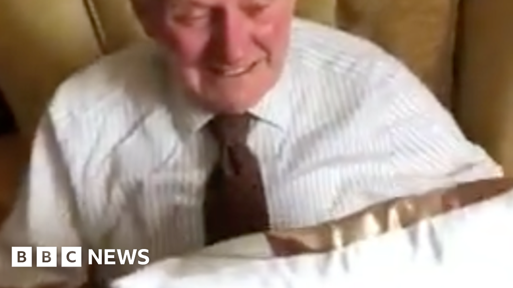 War veteran, 94, tears in the eyes-pillow-gift for young carers