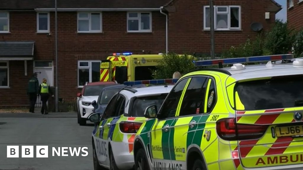 Man charged after paramedics stabbed in Wolverhampton thumbnail