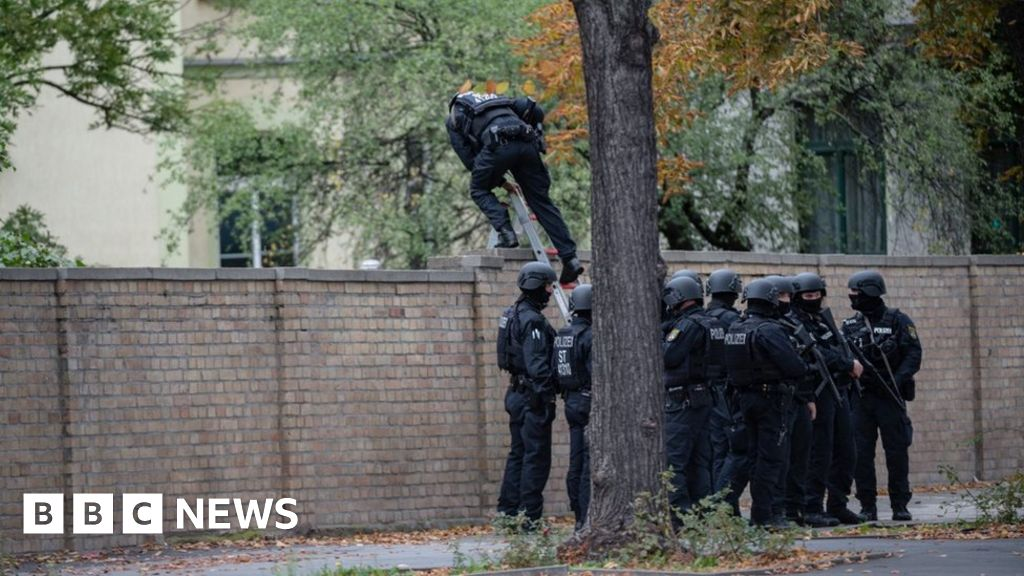 Germany gun attacks: At least two killed in Halle shootings