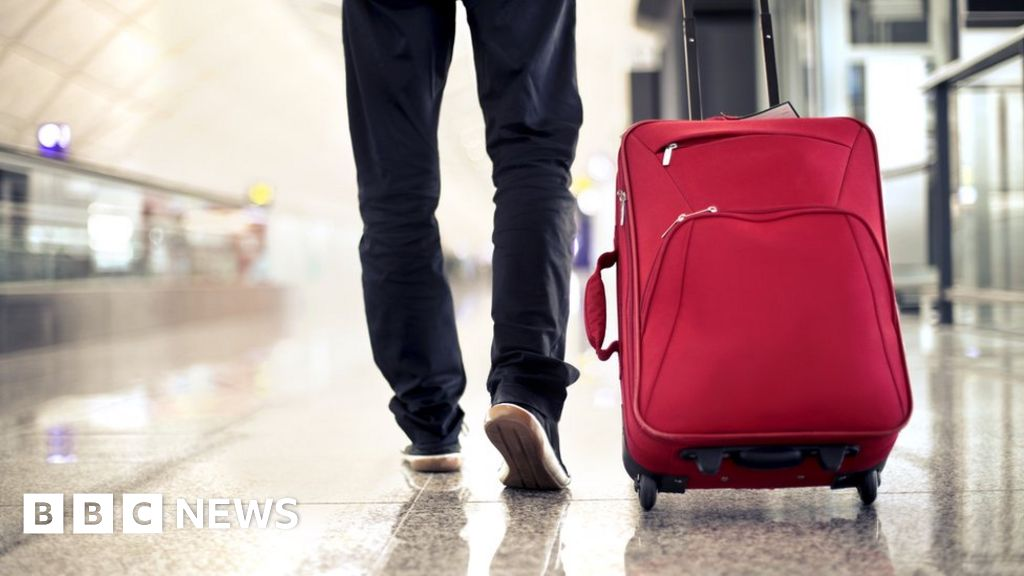 Would you carry something abroad for a stranger? - BBC News
