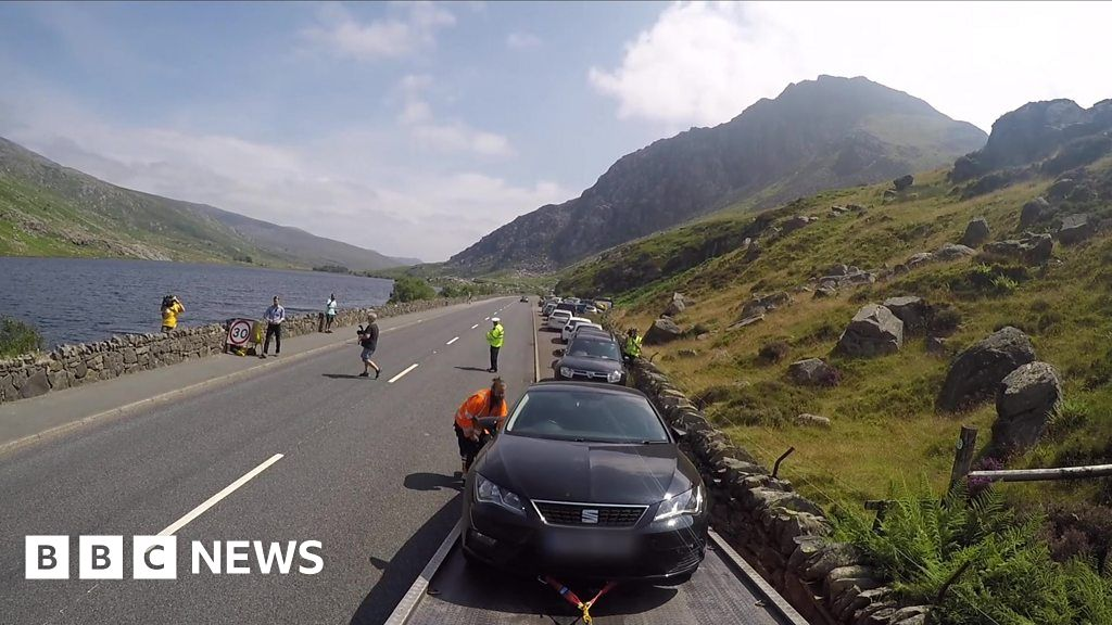 'Dangerously-parked' cars taken away in Snowdonia