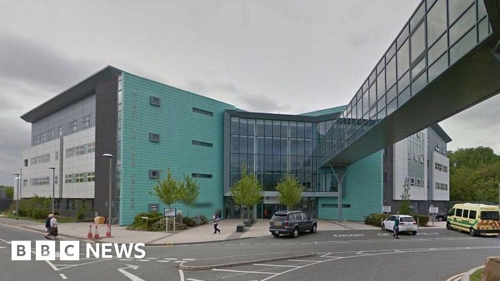 Corona virus: nurse dies in Liverpool Aintree Hospital