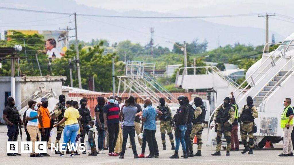 Migrants in Texas: US flies Haitian migrants back home from border