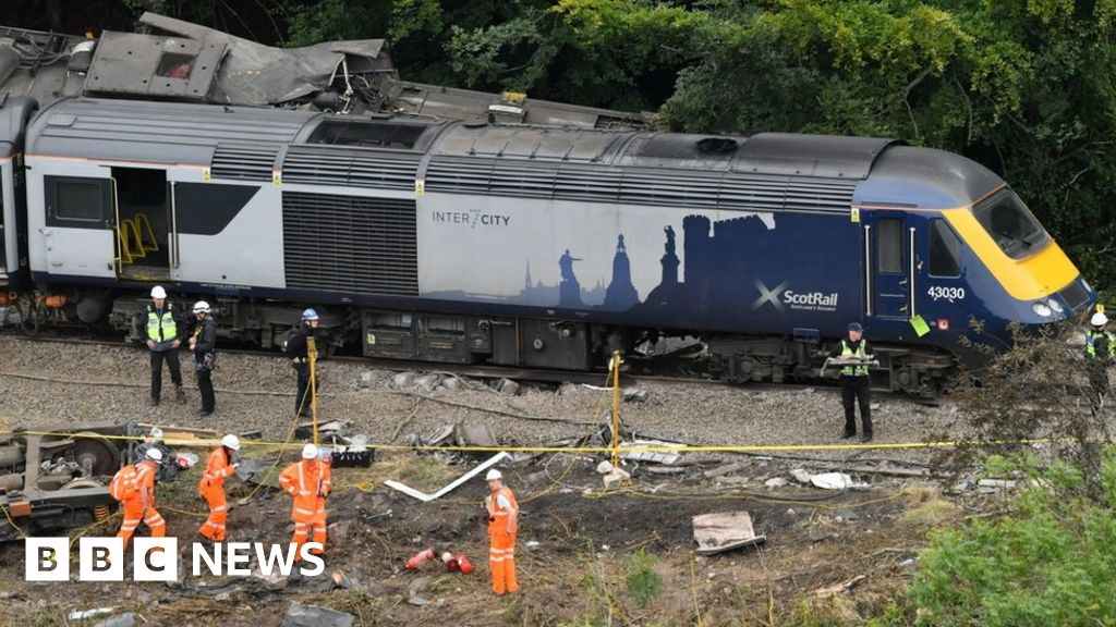 Stonehaven train derailment: Crash survivor walked mile to raise alarm
