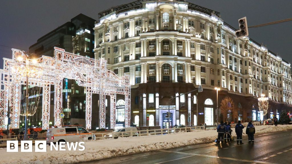 Moscow brings in the artificial snow for new year s eve in the mild winter