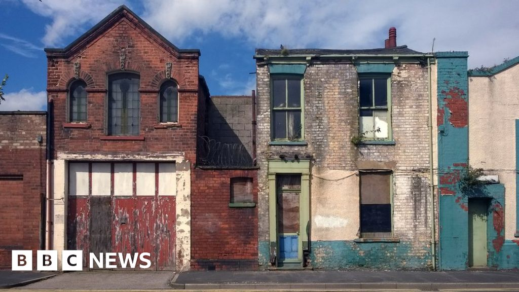 Virus crisis expected to 'level down' UK economy