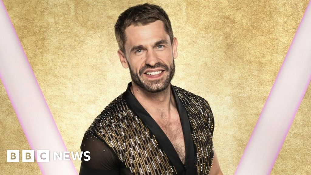 Strictly Come Dancing confirms Kelvin Fletcher as Jamie Laing s replacement
