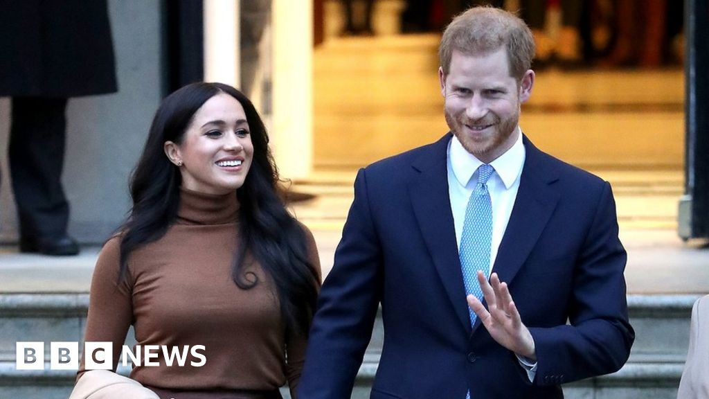Headlines: Royal Family  crisis talks  and jet  hit by missile