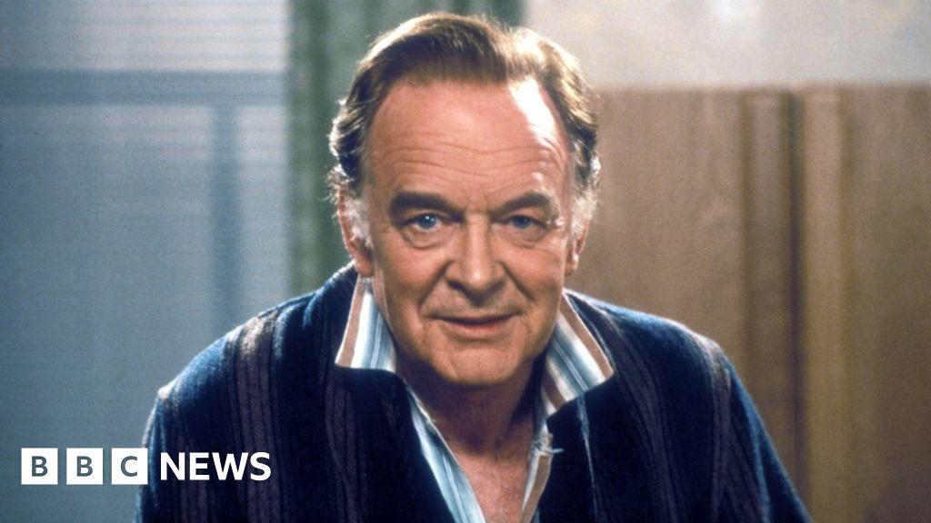 Tony Britton dies aged 95, daughter Fern Britton confirms