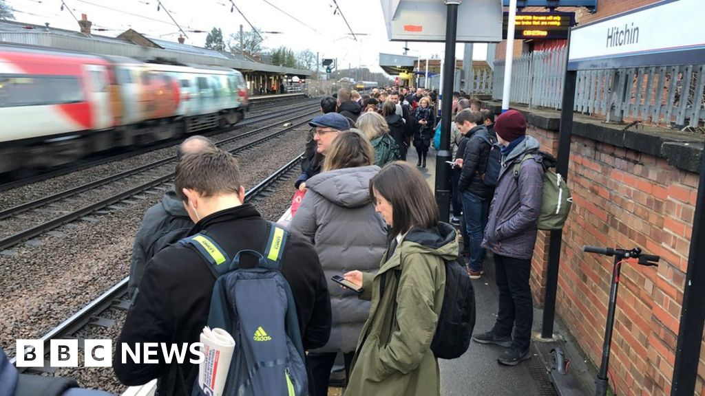 Veterans railcard for cheaper train fares to launch on Armistice Day thumbnail