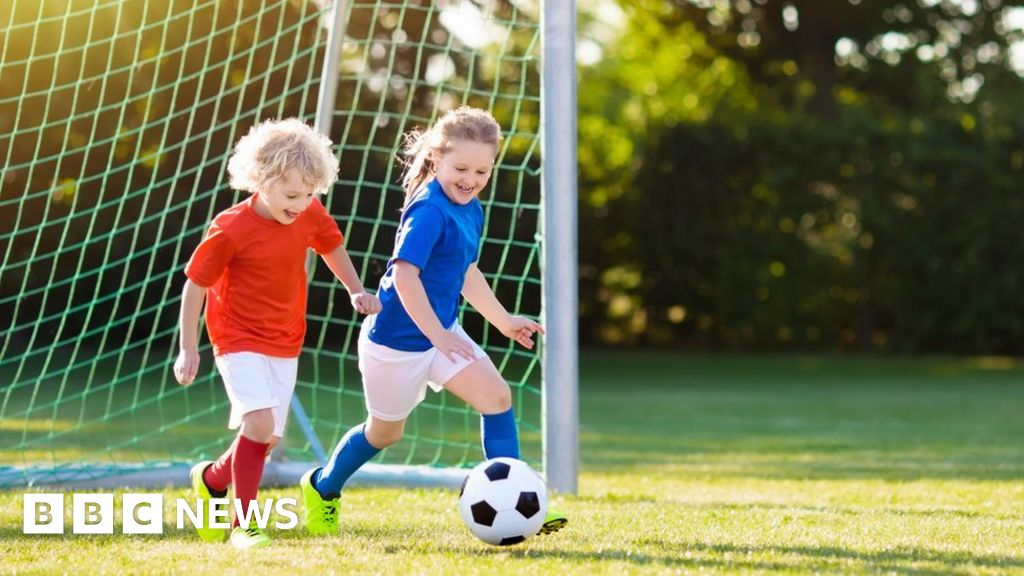 Children 'become less active during primary years'