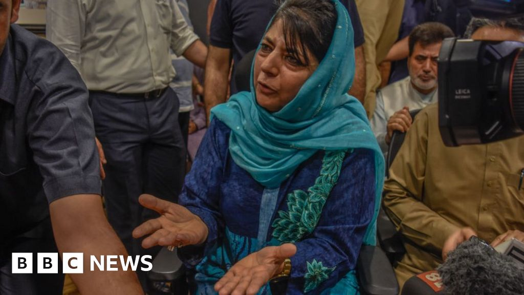 Top Kashmir leaders hit with 'draconian' law