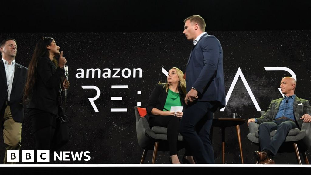 Protester confronts Jeff Bezos on stage thumbnail