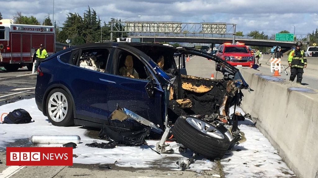 Tesla crash driver 'was playing video game'