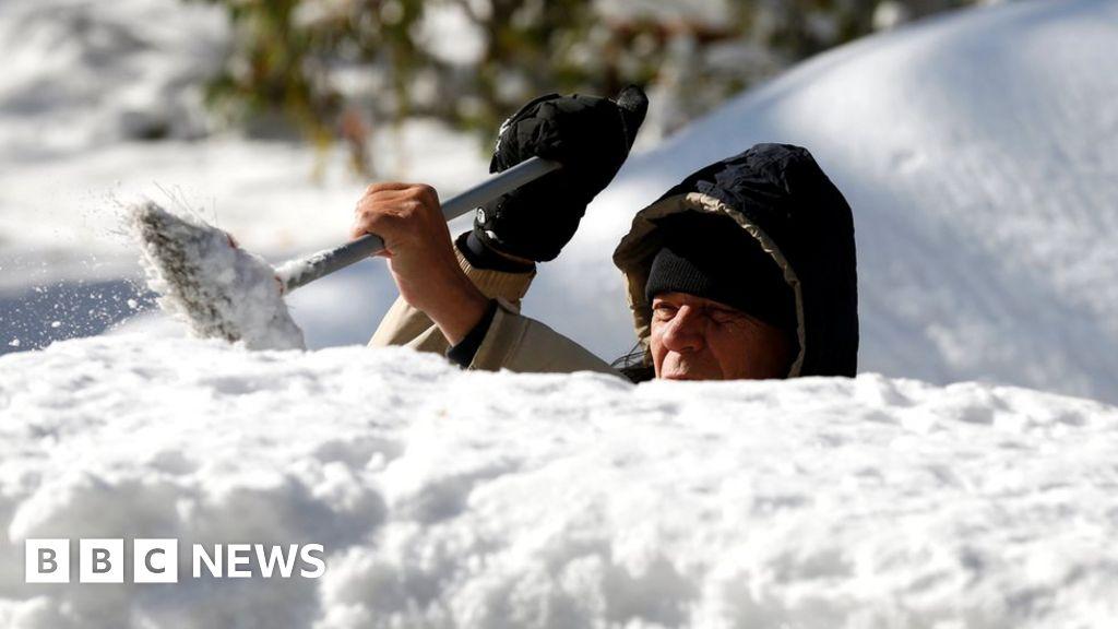 Arctic blast brings record temperatures to US