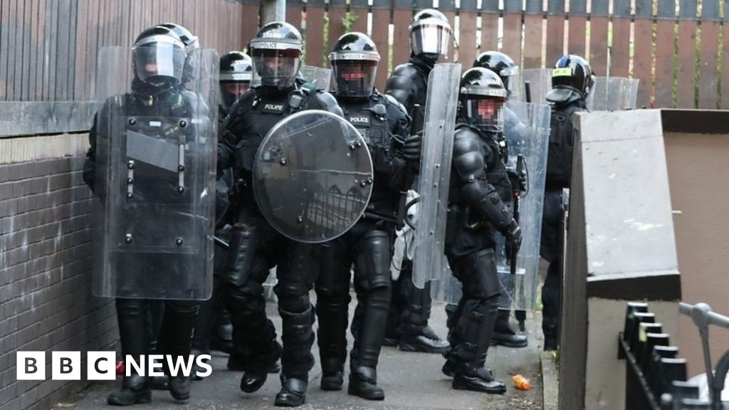 North Belfast: Arlene Foster condemns petrol bomb assaults on police thumbnail