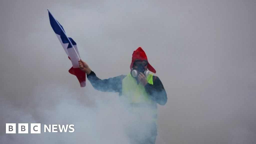 France fuel protests: Ball in Macron's court after violence