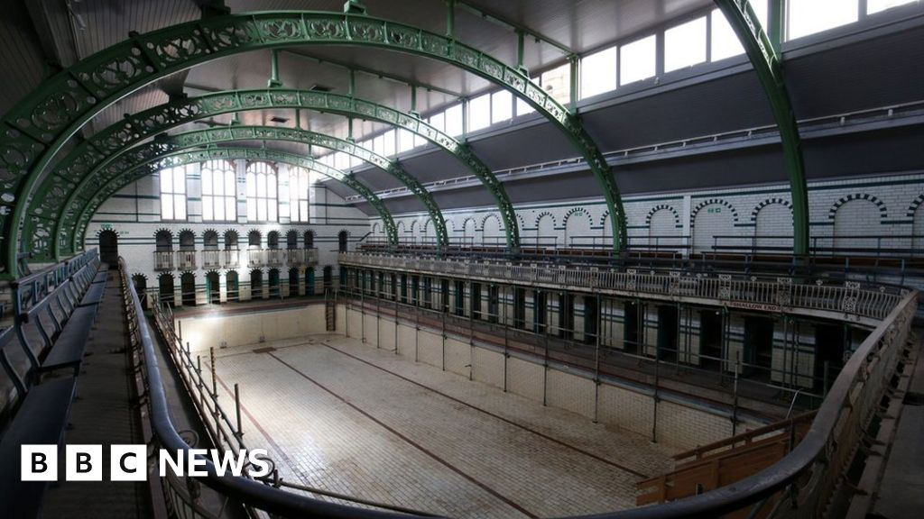 Moseley Road baths: Swimming pool scaffolding down after 17 years