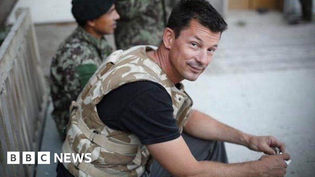 Islamic State: Relatives of British hostage braced for coming trial