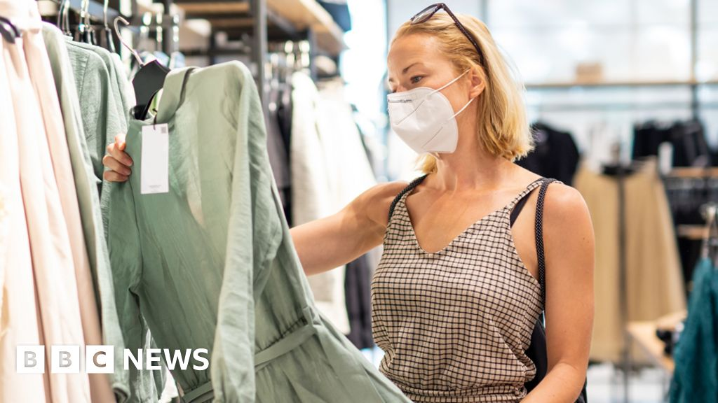 Price rises cool amid clothes and shoe discounting