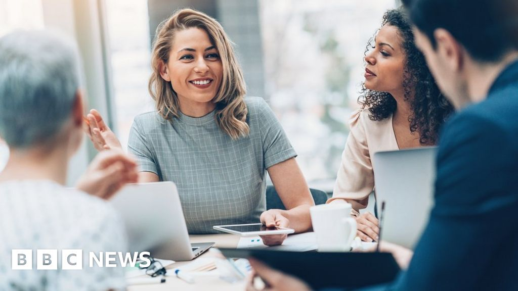 Would you ask your colleagues what they earn? - BBC News