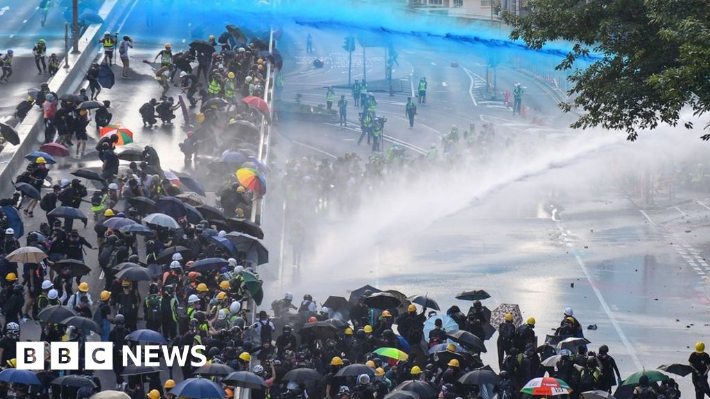 Petrol bombs and water cannon amid HK clashes