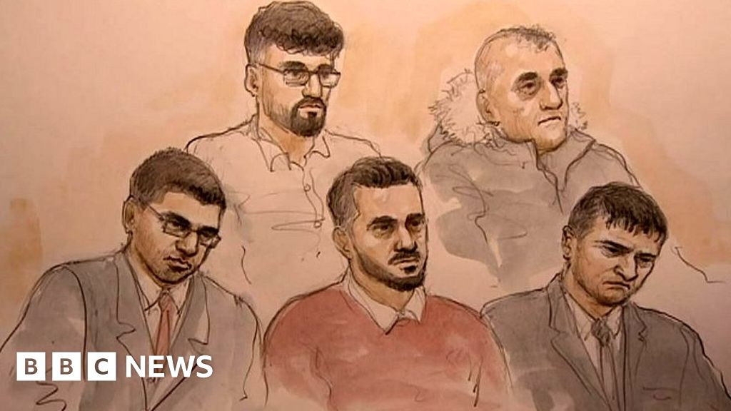 Telford sex abuse trial: Teachers  took no action over sex abuse rumours