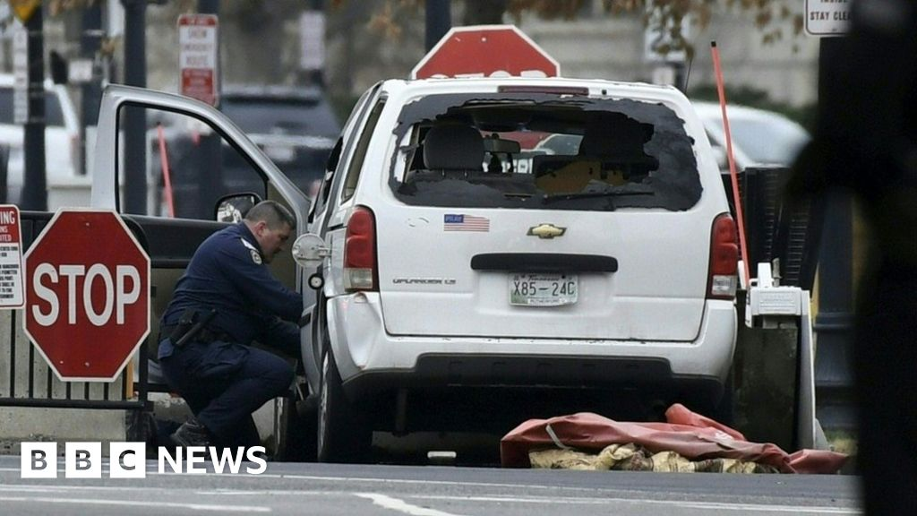 White House barrier hit by vehicle, Secret Service says - BBC News
