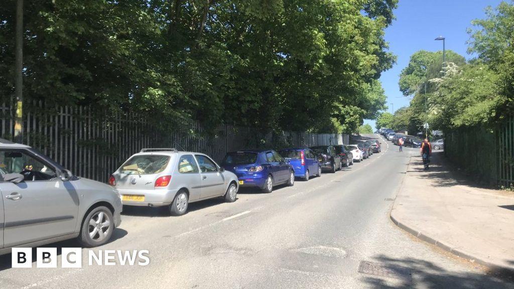 Coronavirus: Birmingham tips reopening leads to long queues thumbnail