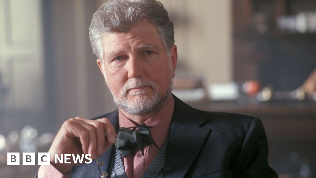 Hitchhiker s actor Stephen Moore dies aged 81