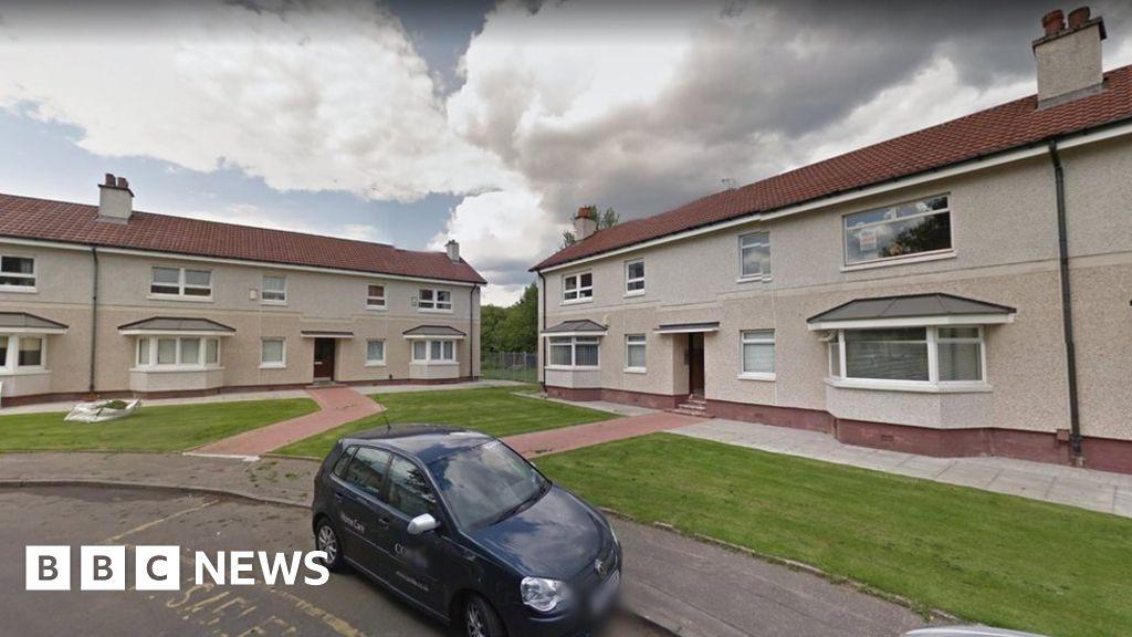 Police investigate two bodies in Glasgow - BBC News
