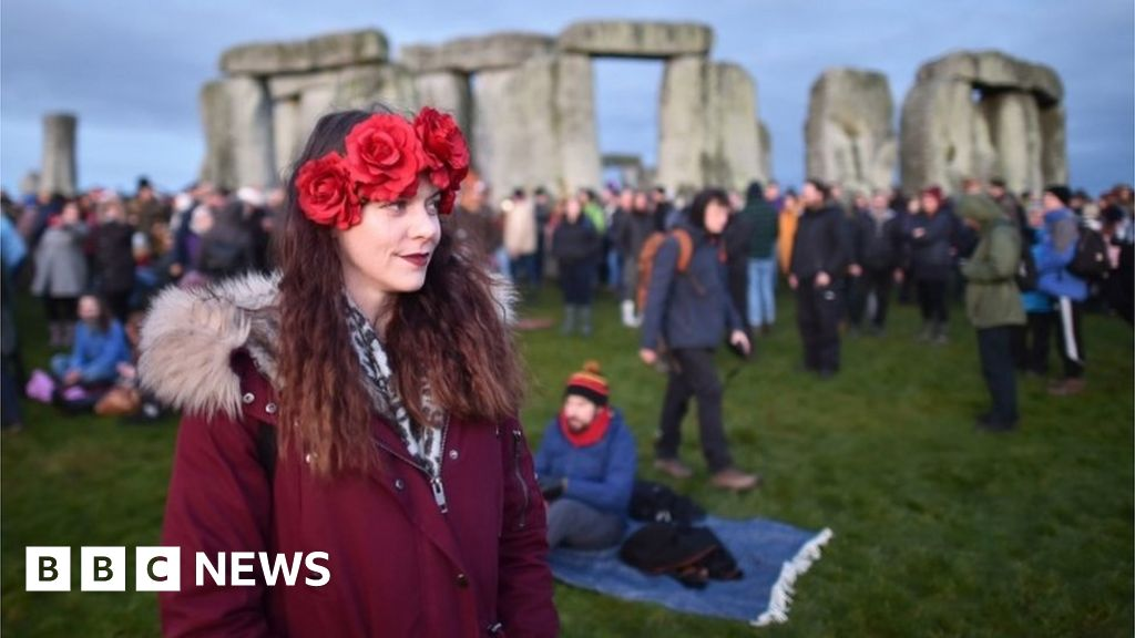 Stonehenge in pictures: Thousands mark winter solstice
