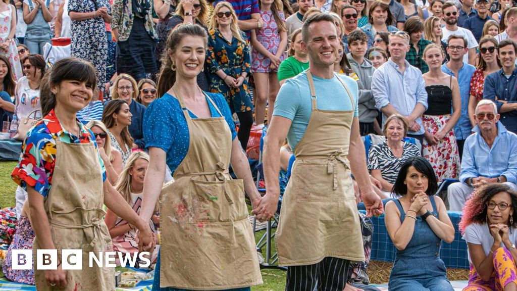 The Great British Bake Off crowns its 2019 winner - BBC News