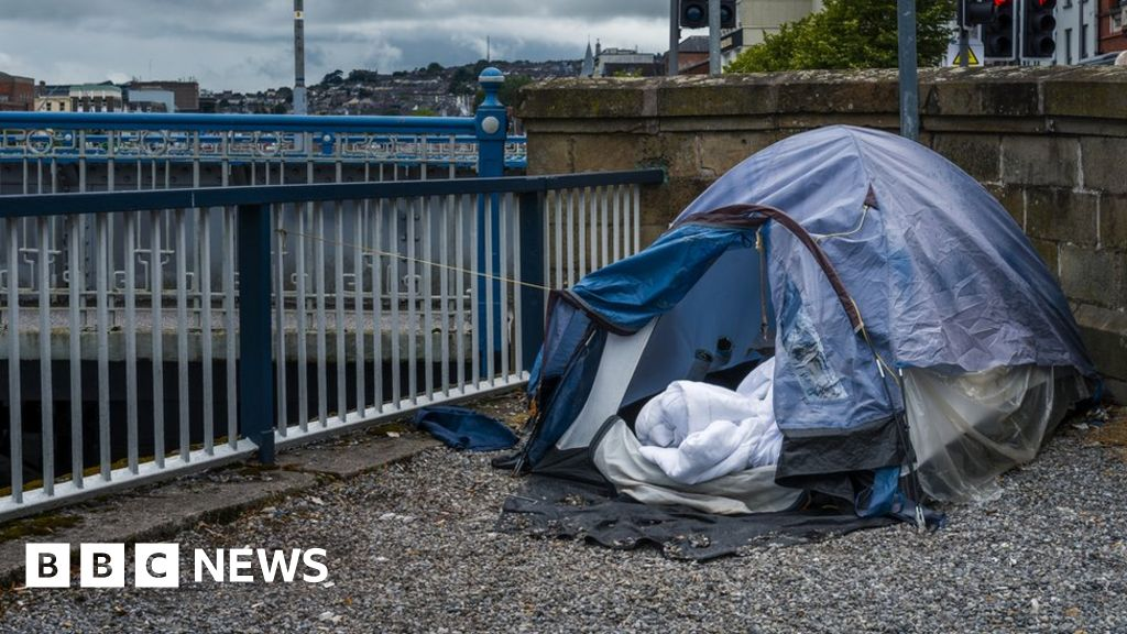 Housing-benefit errors 'making families homeless'