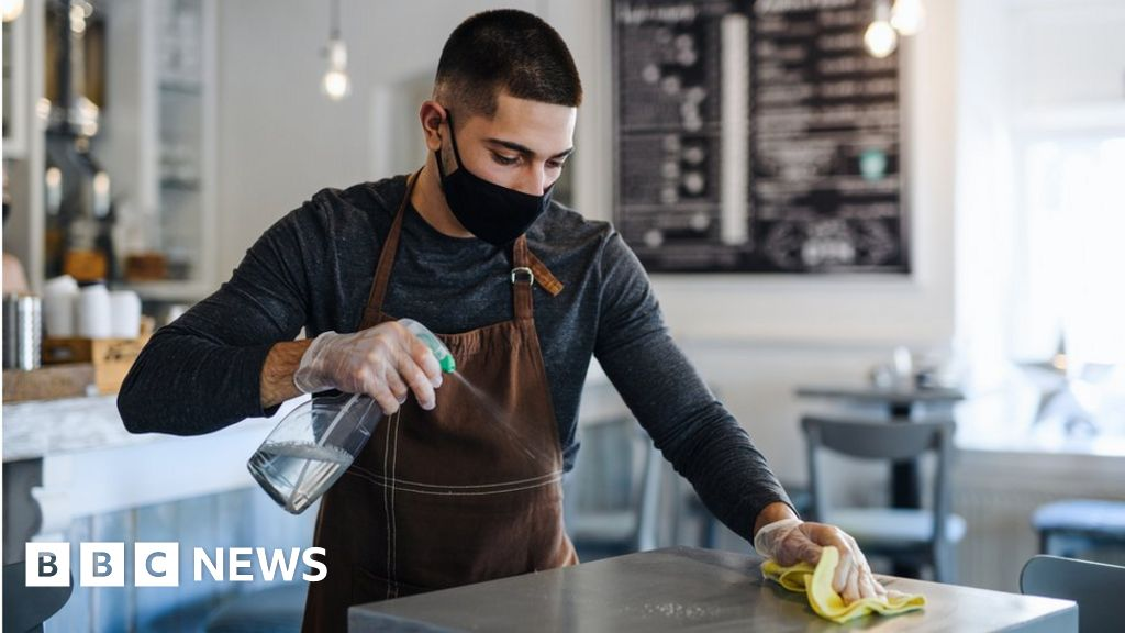 Hospitality 'struggling to fill thousands of jobs'