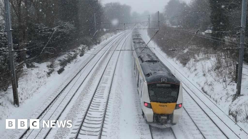 UK weather: Rail passengers face continued disruption - BBC News