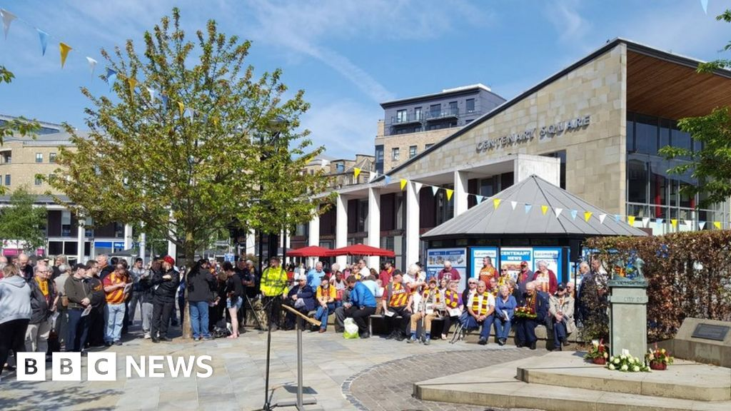 Bradford City Valley Parade fire: Service for killed fans ...