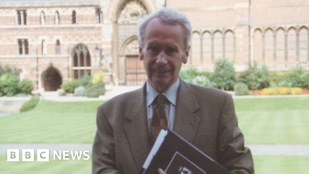 'Middle-earth scholar' Christopher Tolkien dies