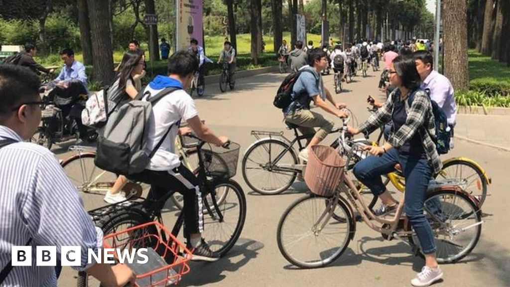 0bb22c05b88 How cheap dockless hire bikes are flooding the world - BBC News