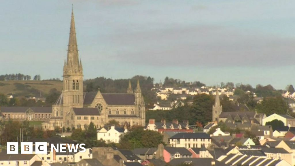 Covid-19: Irish politicians to meet over Donegal spike