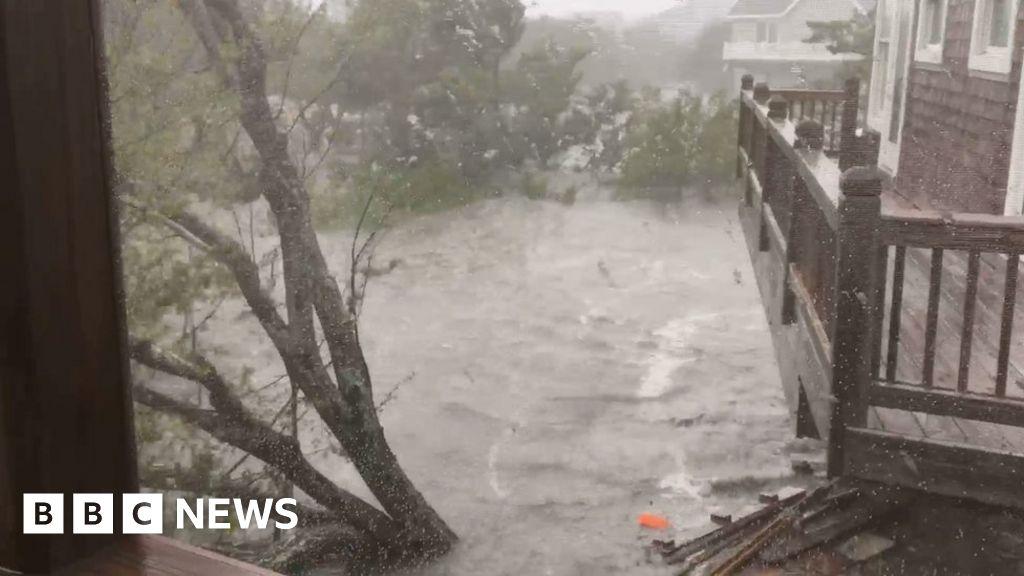 Hurricane Dorian: 'Hundreds trapped' on N Carolina island