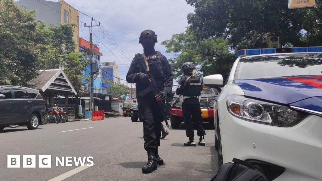 Makassar explosion: Worshipers injured in bombing of Indonesian church