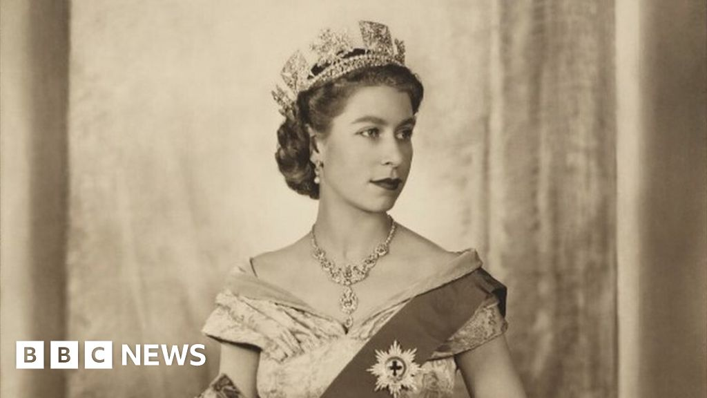 Queen's portrait removed after vote by Oxford University students
