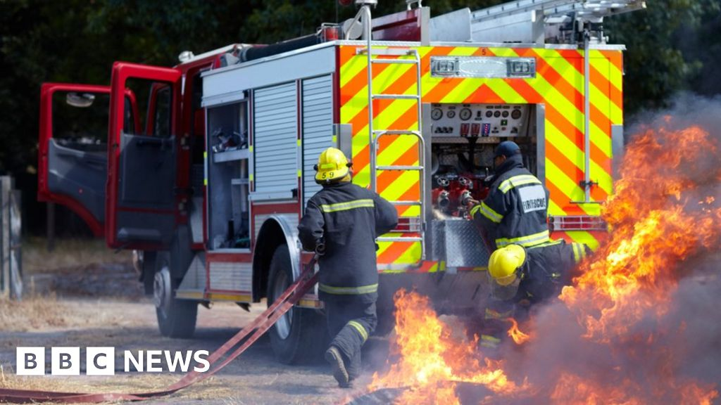 Fire brigades in England, destroyed by the  toxic culture